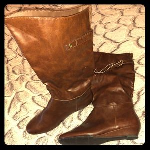 Medina low wedge riding boots